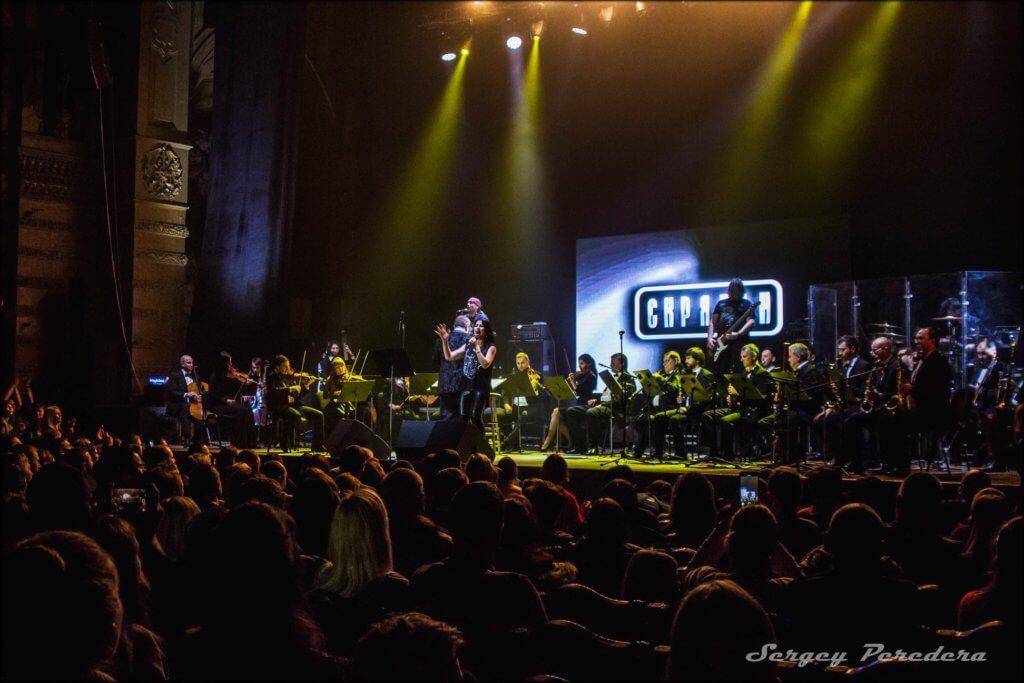 В преддверии концерта мы пообщались с Алексеем Зволинским, гитаристом группы «Скрябин», который был «правой рукой» Андрея Кузьменко, а сейчас руководит коллективом.