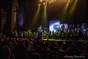 (Русский) В преддверии концерта мы пообщались с Алексеем Зволинским, гитаристом группы «Скрябин», который был «правой рукой» Андрея Кузьменко, а сейчас руководит коллективом.