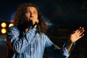 Музыканты группы Скрябин презентуют неизданную песню Кузьмы.